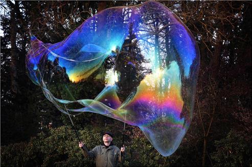 The Dutch Bubble Man